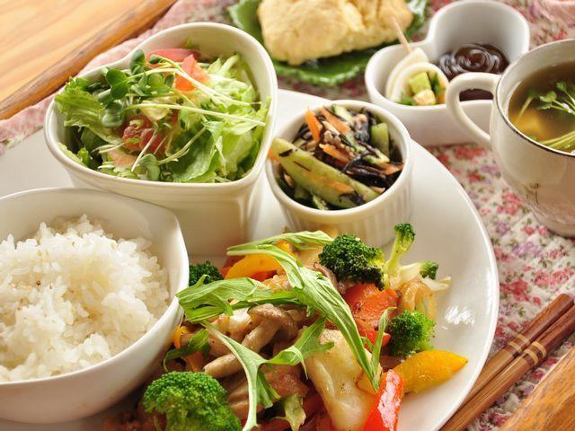 野菜たっぷりの「今日のお昼ごはん」