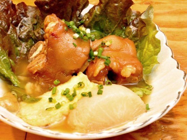 ボリューム満点の沖縄料理