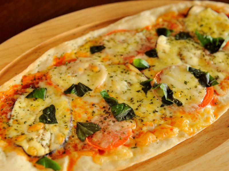 パリパリ生地がたまらないピザ