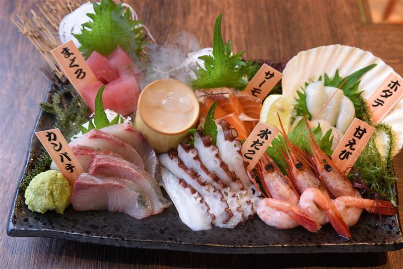 新鮮魚介の刺身の盛り合わせ