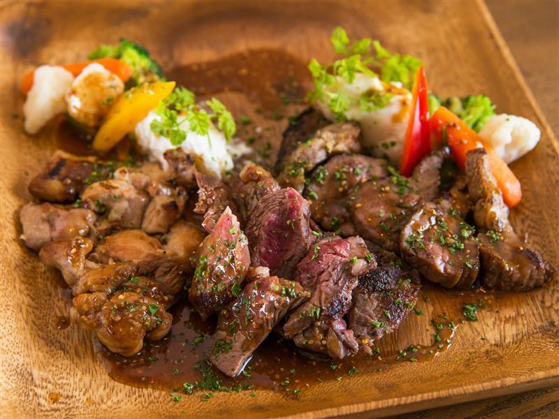 本日の薪焼きお肉の盛り合わせ