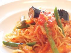 旬の彩り野菜がたっぷりの人気パスタ