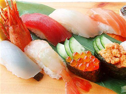彩り鮮やかな特上寿司