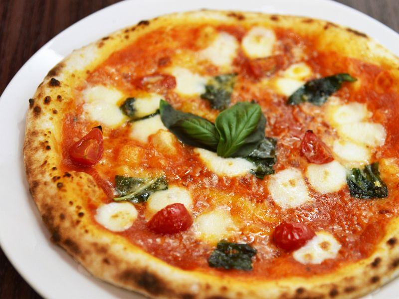 600度の石釜で焼き上げたピッツァ