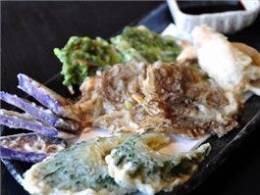 5種類の「うちなー天ぷら」が一皿に集合!