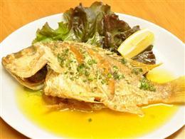 カリカリ、ふっくらの近海魚バター焼