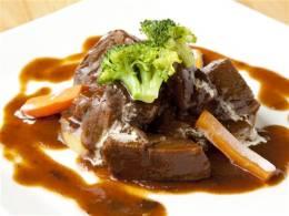 とろける食感、牛ホホ肉のやわらか煮