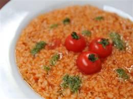 トマトもたっぷり、玄米のリゾット