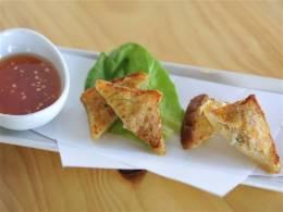 カノムパン(タイのエビ揚げトースト)
