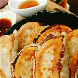 人気ナンバーワン鉄鍋餃子