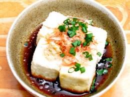 定番揚げ出し豆腐は人気の一品