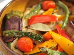彩り鮮やか、季節野菜の石窯焼き