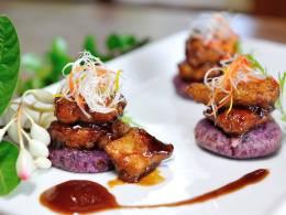 人気の味、おもろアグー黒酢酢豚