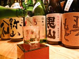 季節の日本酒各種取り揃えております