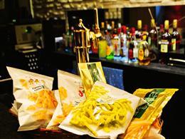 お菓子もビールも食べ飲み放題で2000円
