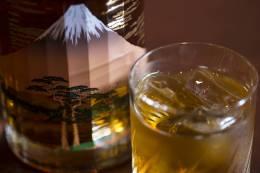 国産ウイスキーも豊富にそろえています