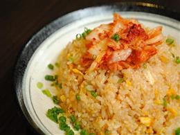 ボリューム満点!豚バラキムチ炒飯¥660