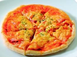 ピザ生地は手作りでサクサク感がたまらない
