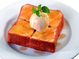 トーストに冷たいアイスが溶けて最高に幸せです