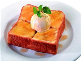 熱々のトーストに冷たいアイスで幸せいっぱい