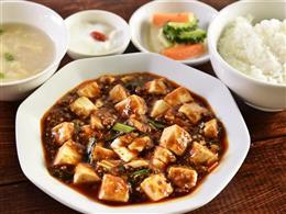 ランチのマーボー豆腐定食は750円!