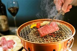 高級備長炭を使用。卓上七輪で焼く楽しい時間を