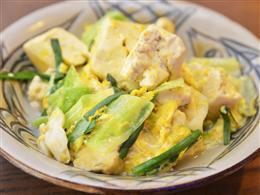 チャンプルーの豆腐は深く絶妙な柔らかさ