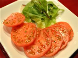 トマトスライス~葉野菜のペペロンチーノ添え~