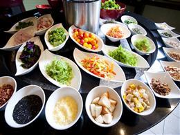 サラダのトッピングやドレッシングは種類も豊富!