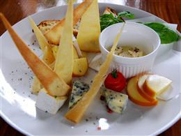 チーズ盛り合わせの美しさとボリュームに大満足♪
