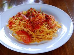 自家製トマトソースが自慢のパスタ