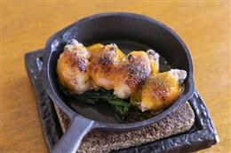 広島産牡蠣とほうれん草のウニソース焼き