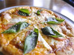 チーズがとろーり♪マルガリータピザ