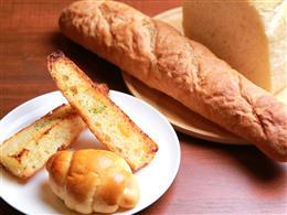 パンはお店で手作りしております。