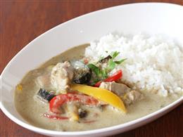 鶏肉と野菜のグリーンカレー※お米は京都の丹後米です