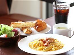 パスタランチ、サラダ+スープ+ドリンク付き
