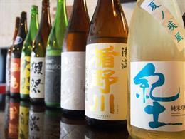 季節毎に仕入れる豊富な日本酒