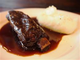 お箸でとろけるスペアリブ、バルサミコ風味
