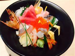 新鮮素材を使った海鮮丼
