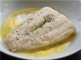 ホロホロの白身魚のガーリックバター焼き