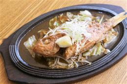 本日鮮魚の一尾丸ごと鉄板バター焼き
