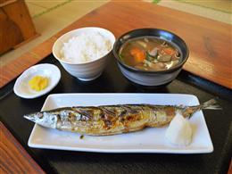 脂ののった北海道直送!さんまの塩焼き定食。