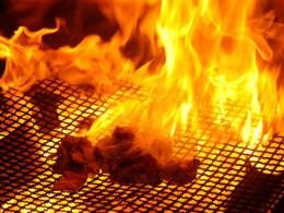 この炎が鶏肉をさらに旨くします