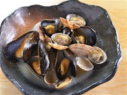 あさりとムール貝のワイン蒸し