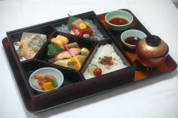 和食の定番サン沖縄の「幕の内」