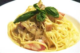 イタリア産パルミジャーノチーズの濃厚カルボナーラ
