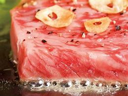 鉄板ステーキにハンバーグもあります♪