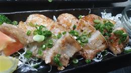 金あぐー厚焼き豚バラ炭火焼き 880円