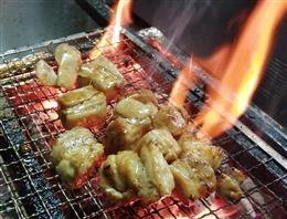 炭火で炙る若鶏もも焼 580円