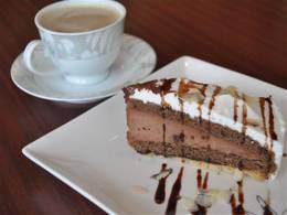 ケーキはドリンクとセット!